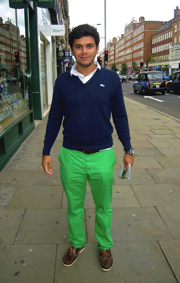 К зеленому низу можно добавить уютные шерстяные жакеты классических мужских цветов