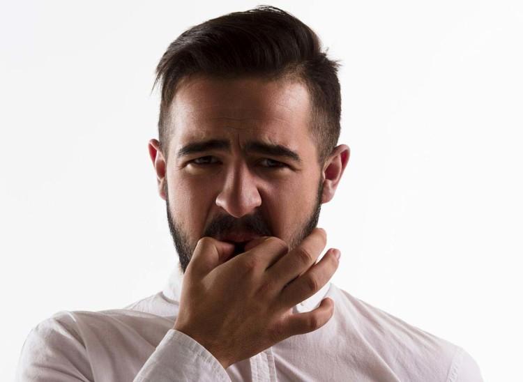 Второй вариант свиста – пальцы руки сложены в знак