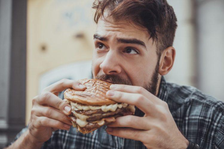Слеите за той пищей, что вы потребляете. От того на сколько она вредная и жирная может зависеть качество вашего сна
