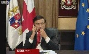 Саакашвили ест свой галстук
