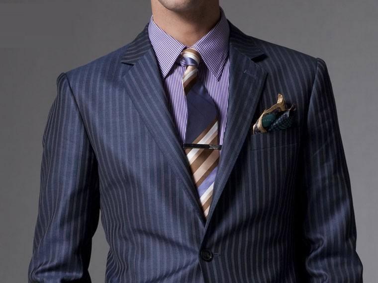 Костюм, рубашка, галстук в полоску