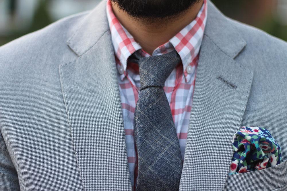 Длинный галстук в черно-розовую клетку