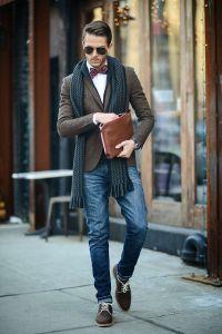 Мужчина с шарфом из толстой шерсти
