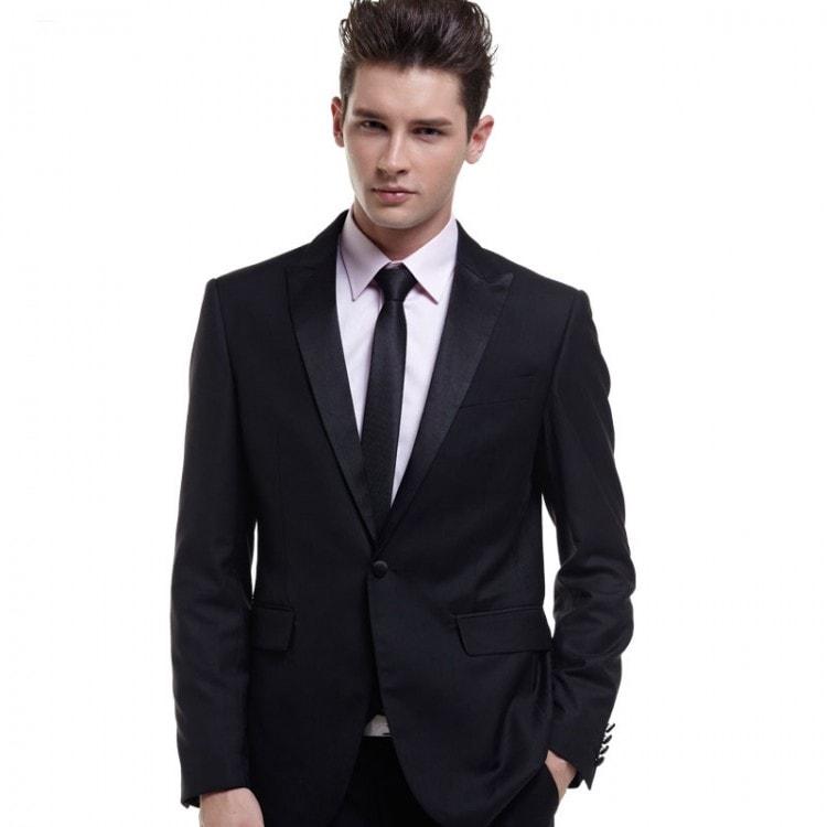 Пиджак или блейзер должен быть с маленькими плечеками - подкладками