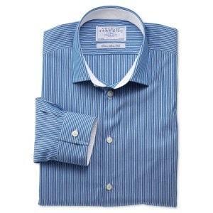 Голубая рубашка в полоску в business casual стиле