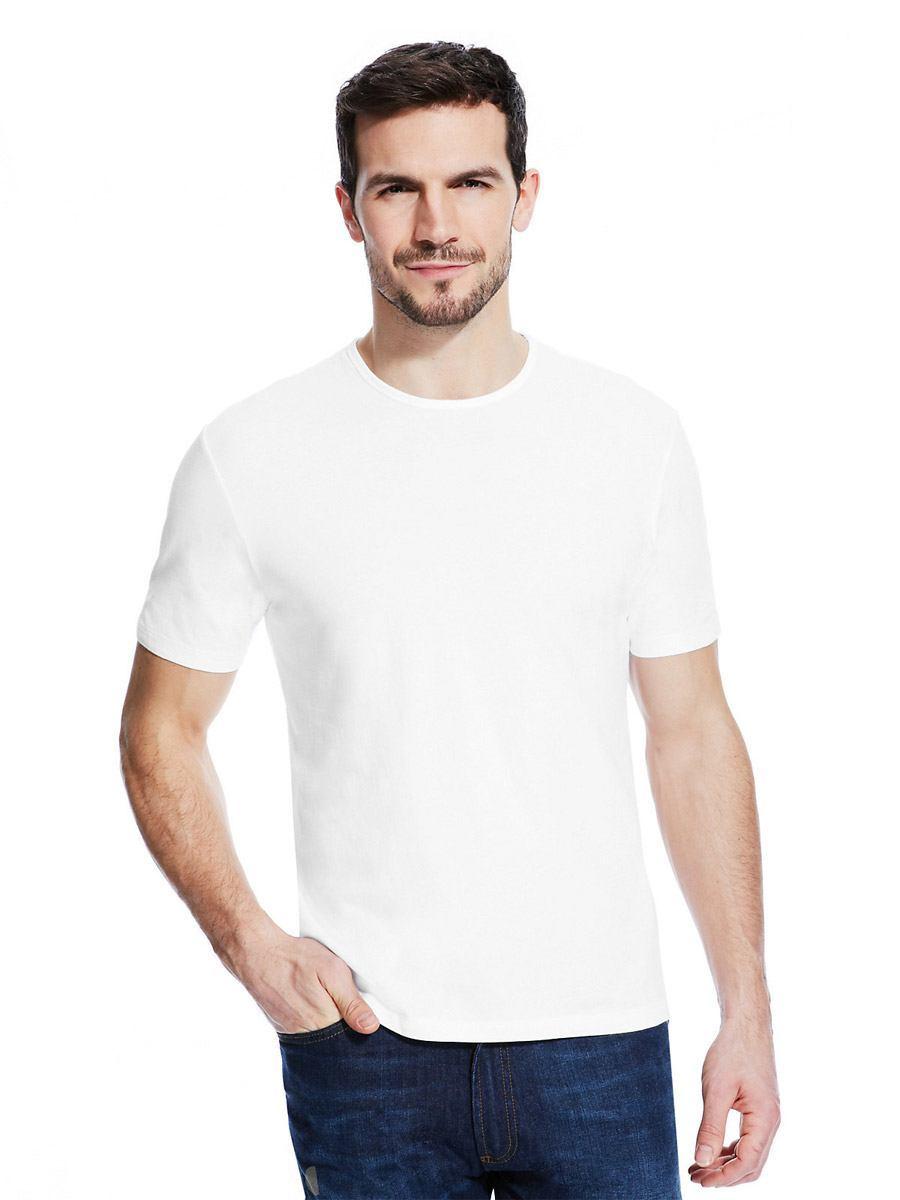 мужчина в белой футболке фото