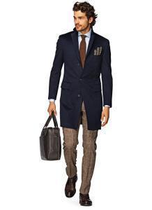 Мужское однобортное пальто темно-синего цвета