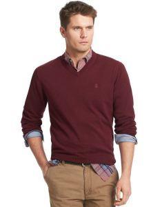 Бордовый свитер с V-образным вырезом
