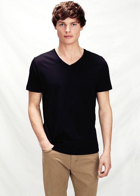 Черная casual футболка
