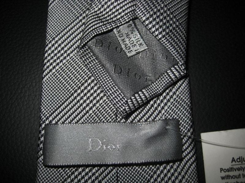 Держатель на обратной стороне галстука