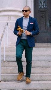 Спортивный пиджак и бежевые  ботинки