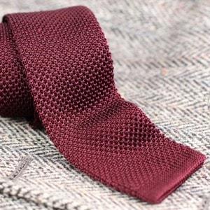 Вязаные узкие галстуки