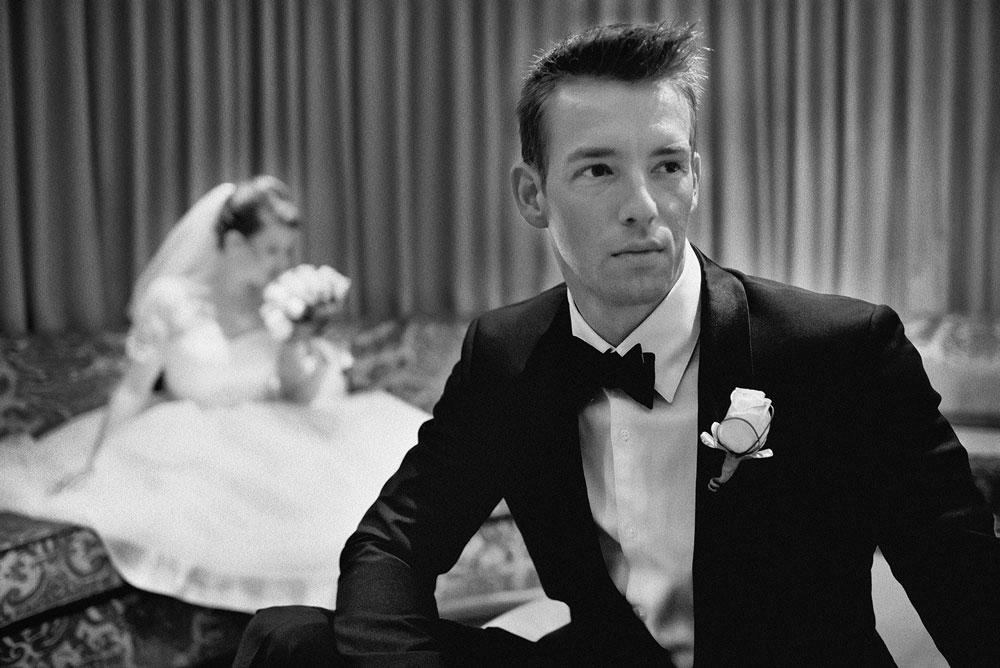 Классический образ свадебного костюма жениха