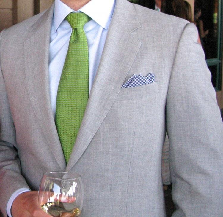 Зеленый галстук для свадебного костюма жениха