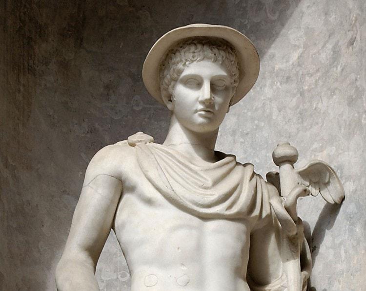 Статуя Гермеса в петатосе