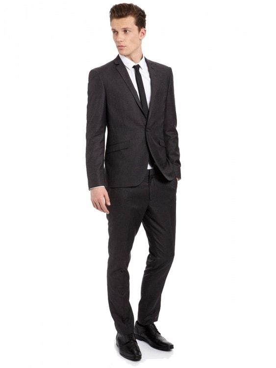Черный костюм