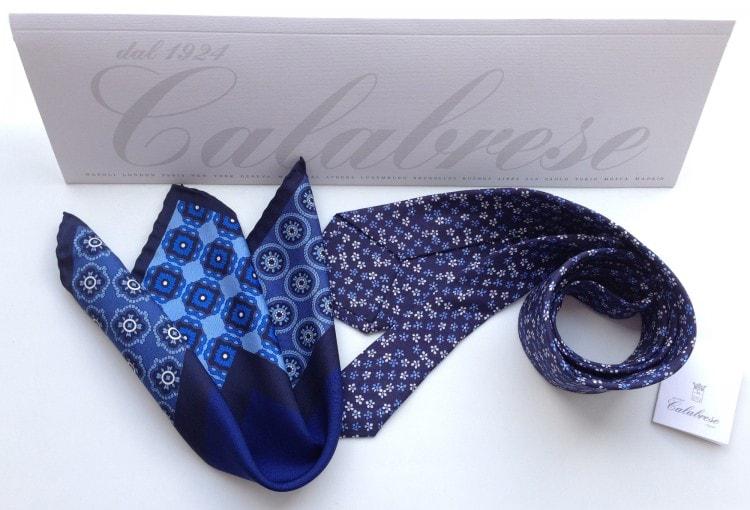 Комплексная фотография платка, галстука и таблички calabrese