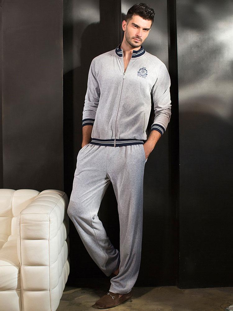 Домашний спортивный костюм