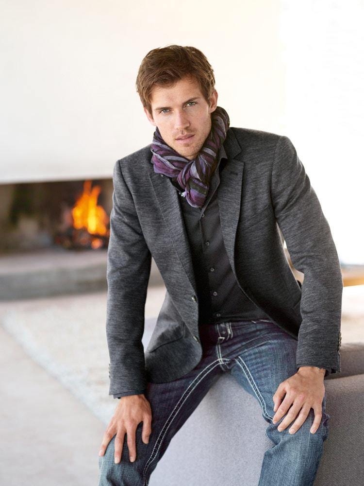 Интересный способ носить мужской шарф