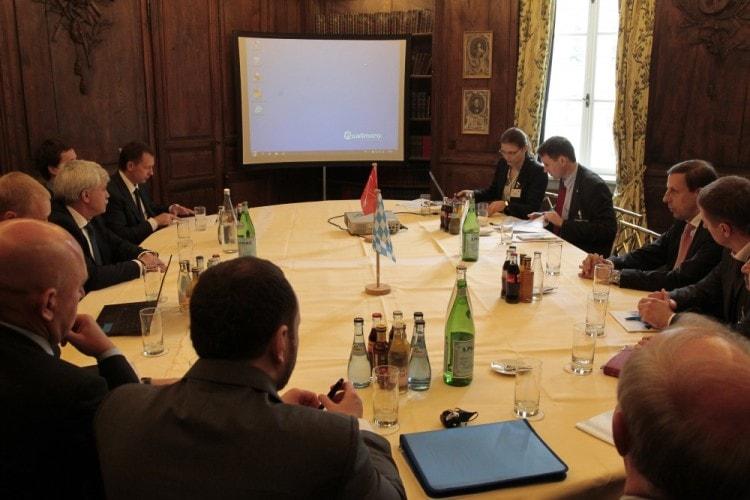 Переговоры ведутся согласно протоколу встречи
