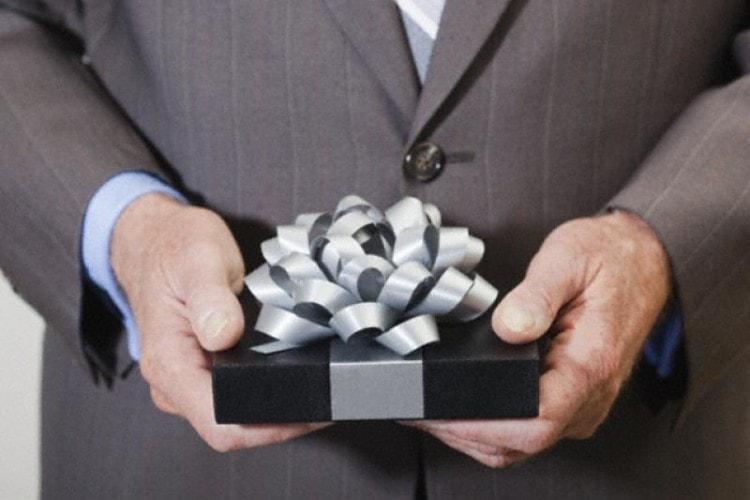 Подарок начальнику на Новый год - сложнейшая задача