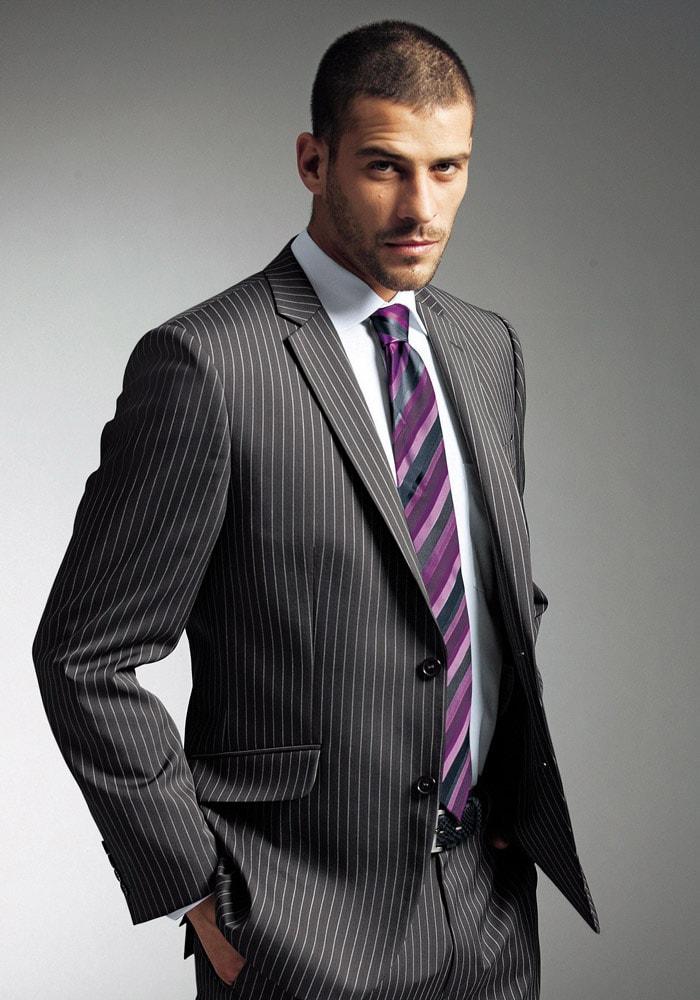 Классический мужской костюм в полоску
