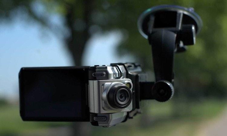 Если у вашего мужа еще нет видеорегистратора, то самое время подарить на Новый год