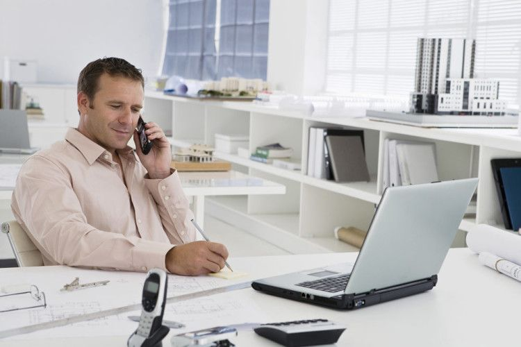 При деловом общении старайтесь придерживаться доброжелательного тона