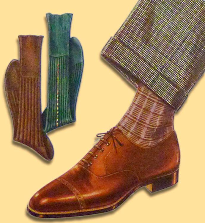 Бордовые или красноватые носки отлично подходят к бежевым брюкам и коричневым оксфордам