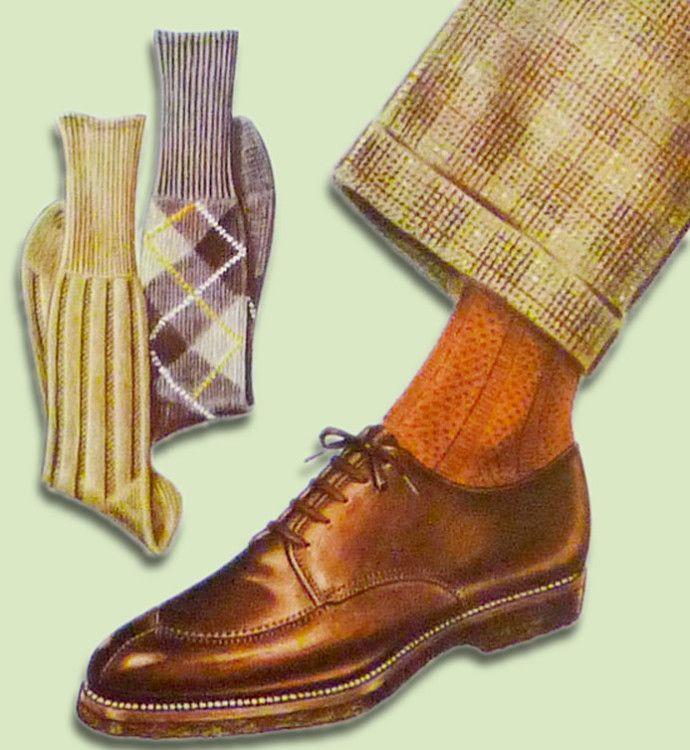 Оранжевые носки подходят под коричневую обувь и брюки из ткани в клетку