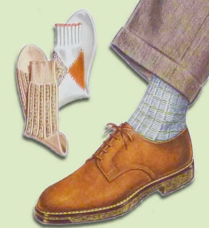 Светлые носки будут хорошо смотреться в сочетании с коричневыми ботинками и серыми брюками