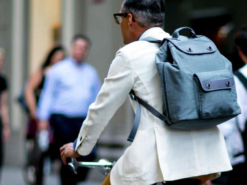 Обычную сумку можно заменить ранцем лаконичного дизайна