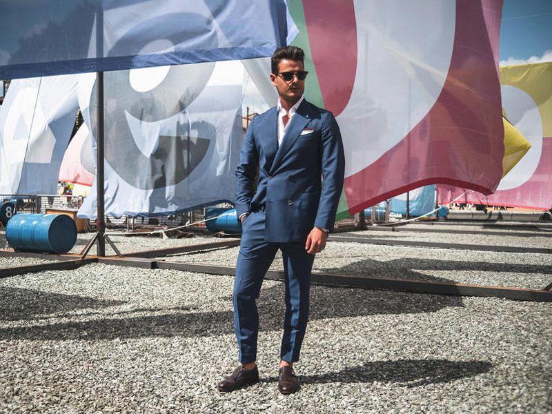 Pitti Uomo 2016 не обошлось без традиционного для итальянцев летнего сочетания - синего костюма с коричневой обувью