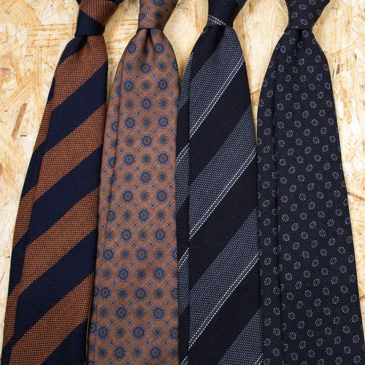 Интернет-магазин Berg&Berg предлагает подшитые вручную галстуки на любой вкус, выполненные из качественных итальянских тканей