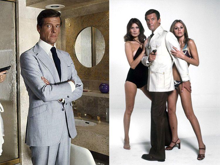 Изменения в стиль Джеймса Бонда добавил и Роджер Мур - слева в достаточно свободного кроя костюме изо льна, справа в прямых темно-серых брюках и куртке в Safari Style