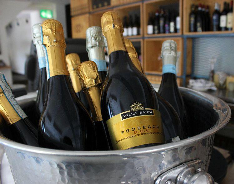 Бутылка prosecco с указанной на этикетке зоной виноделия DOC многое расскажет не только о родине, но и о качестве выбранного вина