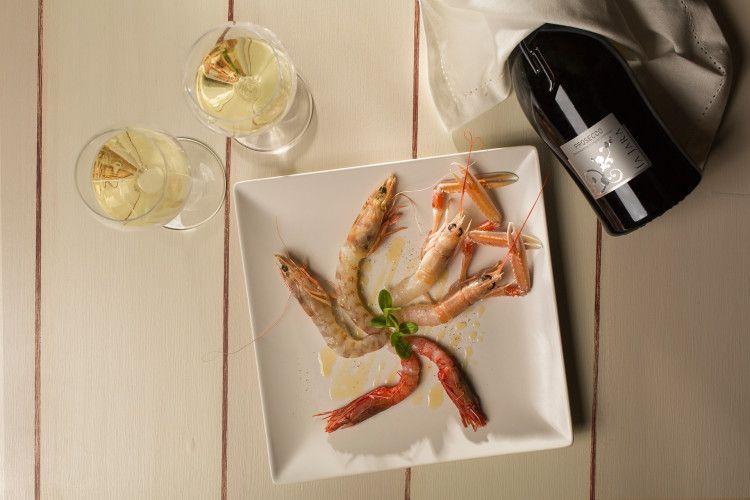 Просекко отлично сочетается с сыром, вяленым окороком, рыбой и морепродуктами, а также десертом
