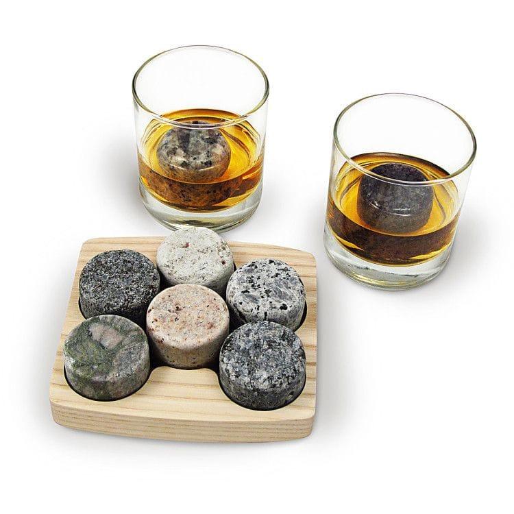 Что подарить начальнику или коллеге мужчине на Новый год 2017 - оригинальный подарком является набор специальных камней для алкоголя