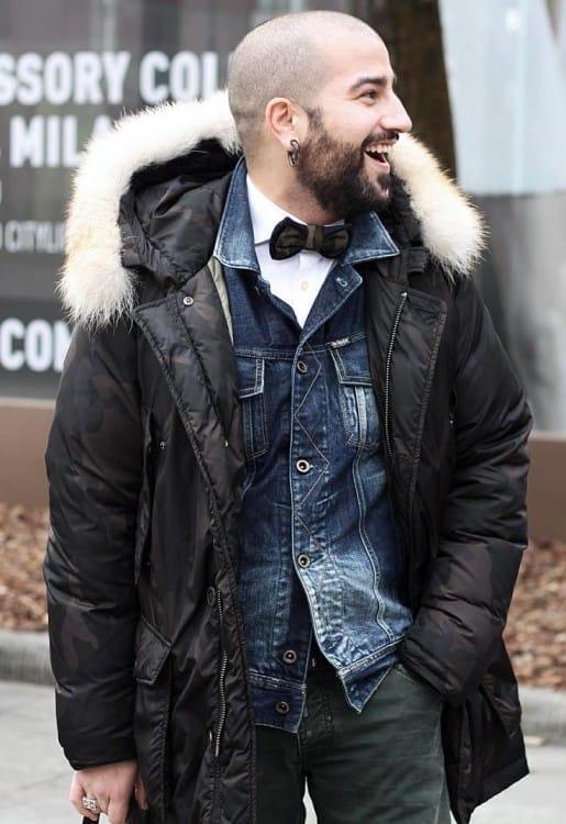 Уличный стиль зима 2017 отдает предпочтение курткам пуфферам, они могут быть однотонными или с неброским принтом, наличие декора из меха приветствуется