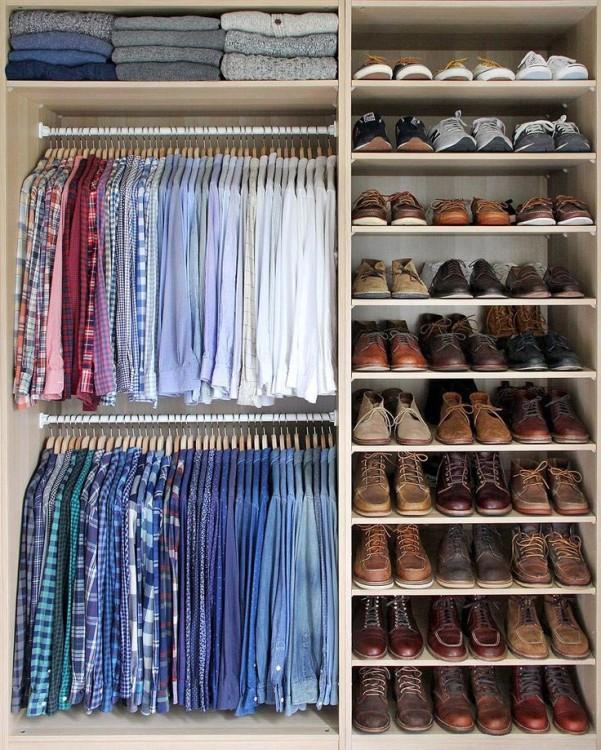 В оптимизированном пространстве шкафа все находится на своем месте, отсортировано по назначению и расцветкам