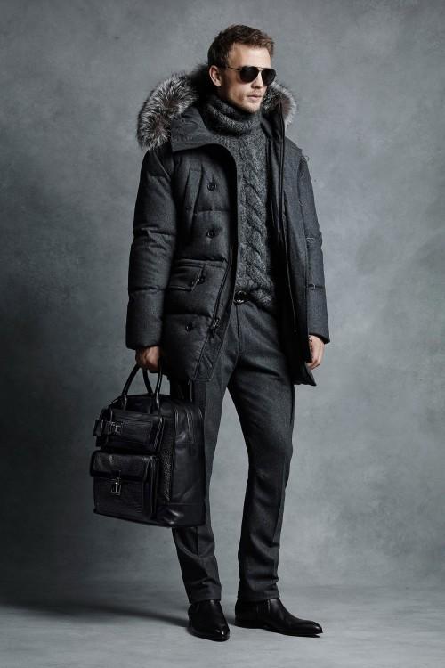 Достойный Джеймса Бонда сдержанный вариант для зимы в смарт кэжуал стиле с участием парки, свитера и брюк серого цвета