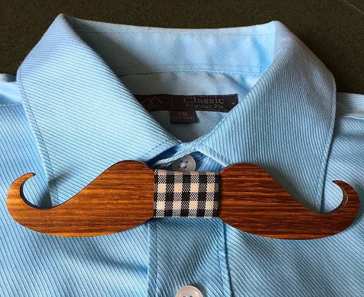 Деревянный галстук-бабочка – необычный для России элемент гардероба