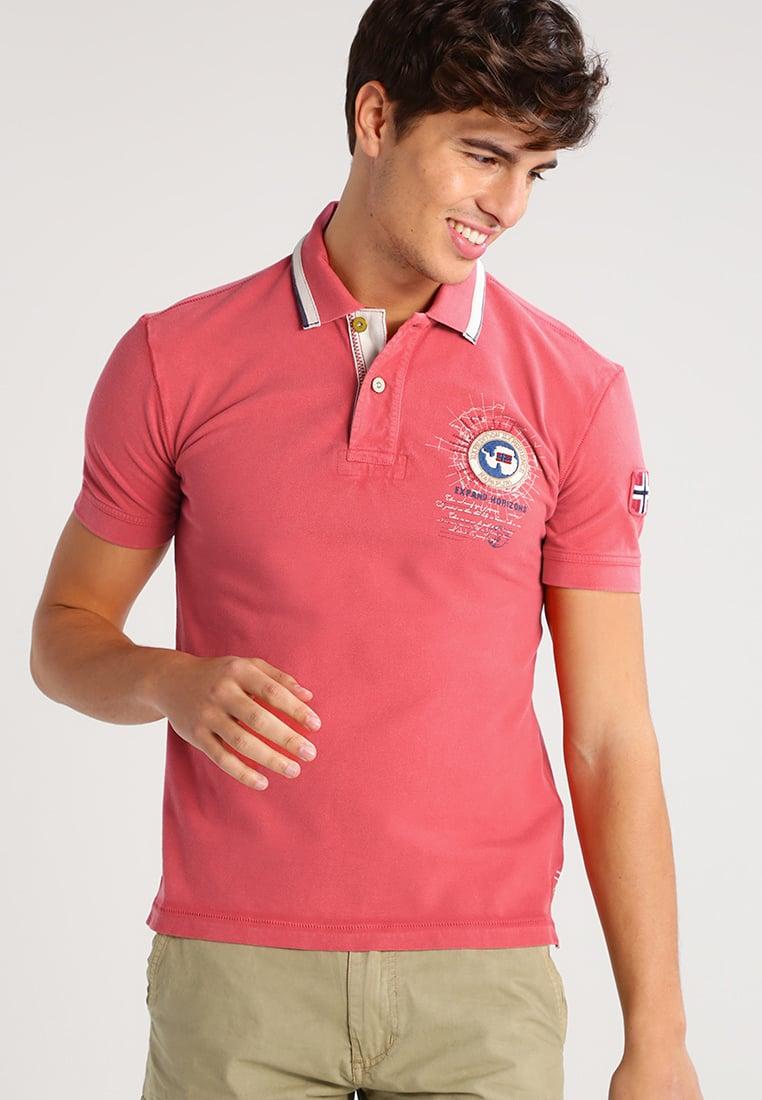 Фасон классической футболки-поло остается неизменным из год в год