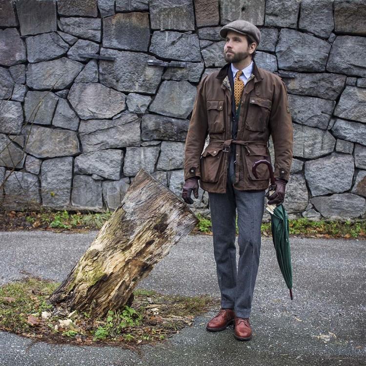 Зонт-трость хорошо сочетается с классической одеждой строгих фасонов