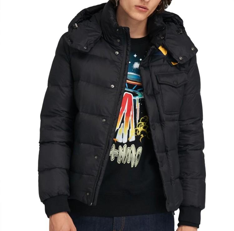 Многие модели стеганых курток имеют съемные капюшоны