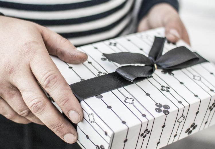 При поиске подарков включите логику. Но и про фантазию забывать не стоит!