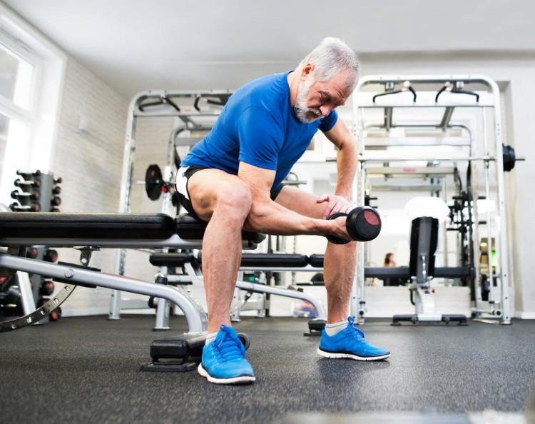 Для мужчин в возрасте важно поддерживать тонус мышц