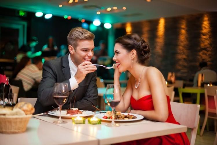Ужин в новом ресторане - самая простая и, безусловно, хорошая идея, но отнюдь не единственная