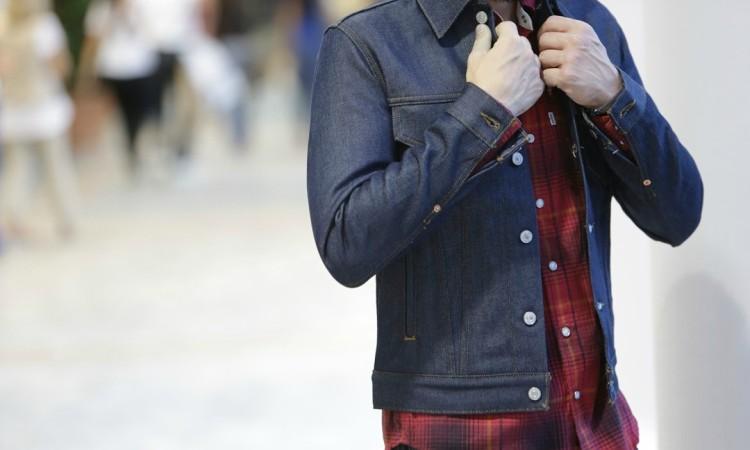 Рубашки в крупную клетку хорошо смотрятся с джинсовыми и кожаными куртками
